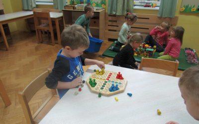 Otroci v vrtcu v času nujnega varstva